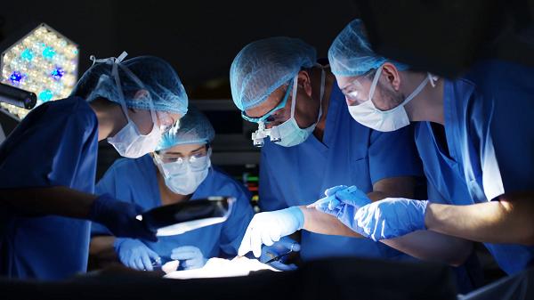 хирургическая операция по удалению аппендицита