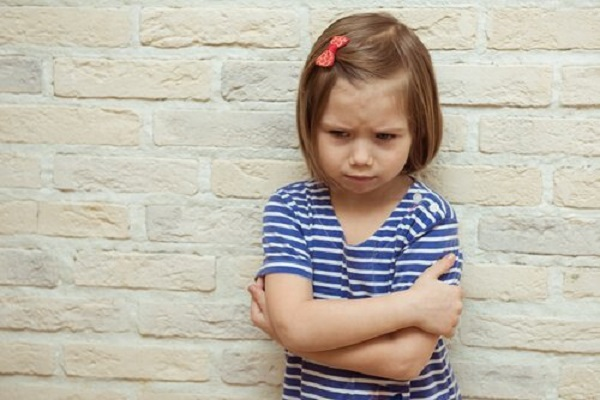 ребенок напуган болью в животе
