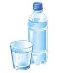 бутылка и стакан с водой